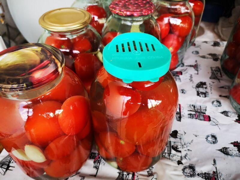 сколько держать залитые помидоры кипятком