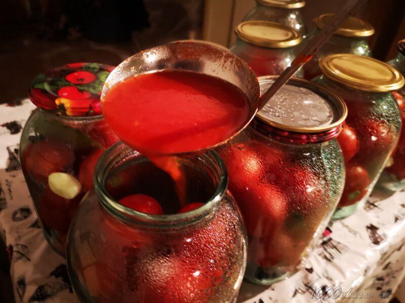 залить помидоры томатом