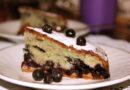 Пышная шарлотка с яблоками и черникой — рецепт приготовления в духовке