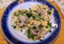 Макаронные гнезда с фаршем и грибами в сливочном соусе с сыром